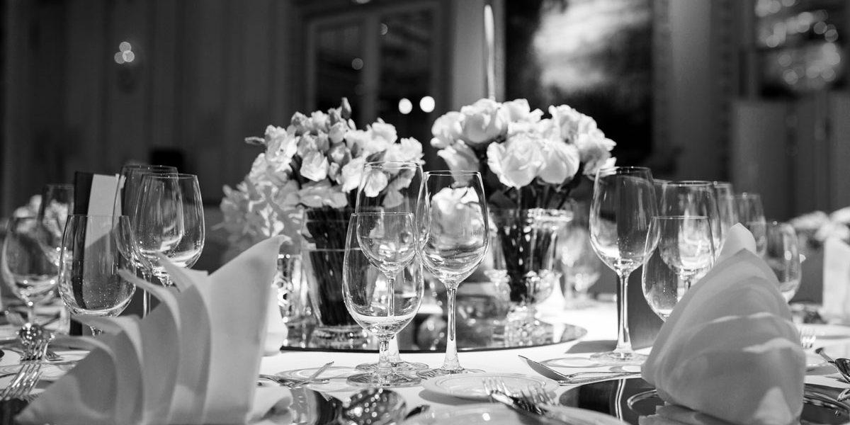 fea-dressy-table-flowers